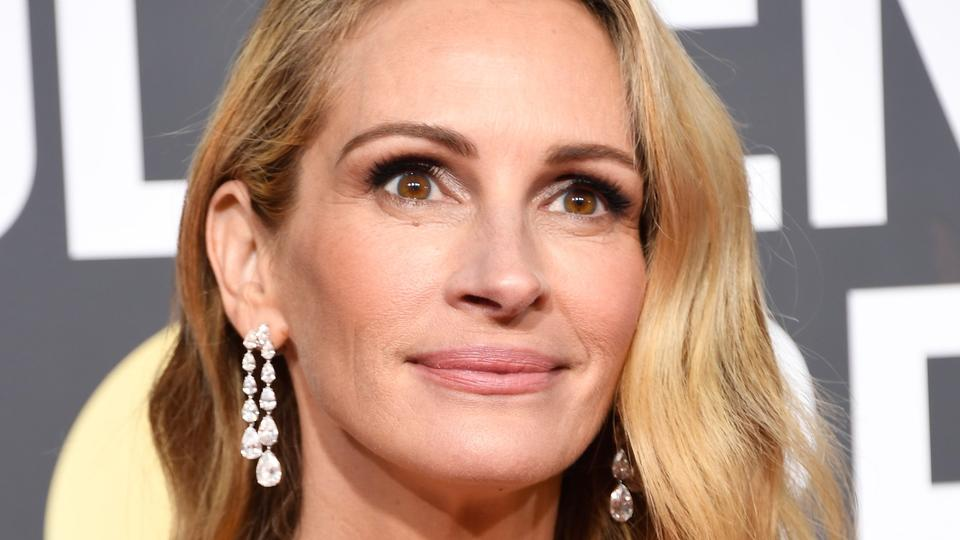 Julia Roberts 2019 Golden Globes Pantsuit Will Truly Take