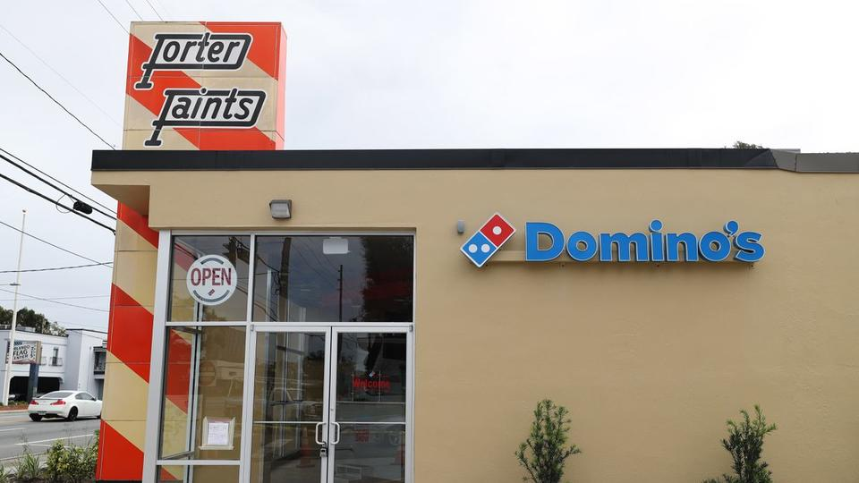 Orlando S 1950s Orange And White Porter Paints Sign Removed From Landmark List As Domino S Pizza Moves In News Break