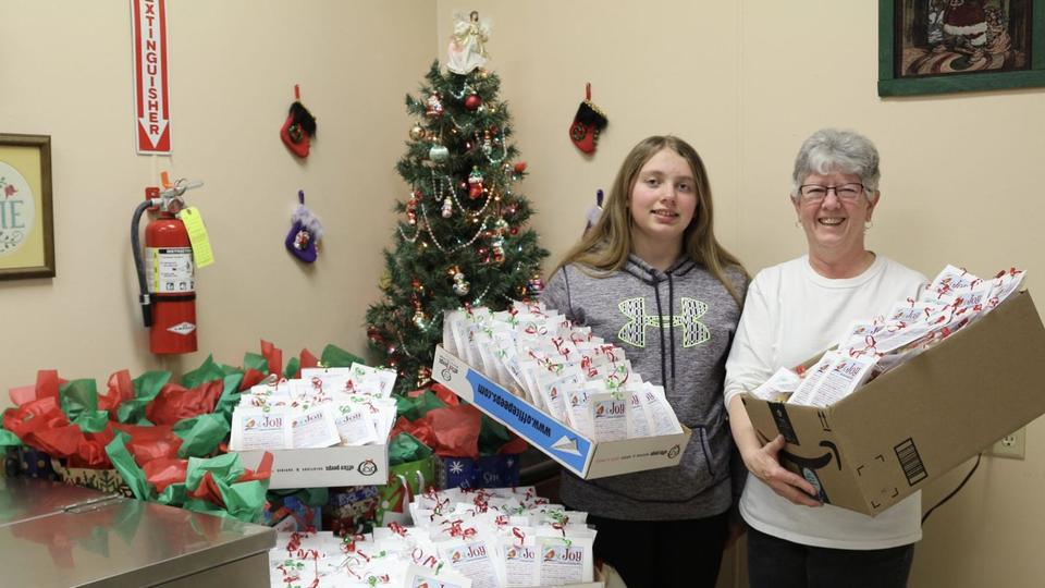 Best Christmas Gifts 2020 Fir Neb Girl Scout donates goodies for Meals on Wheels, 60's Plus Dining