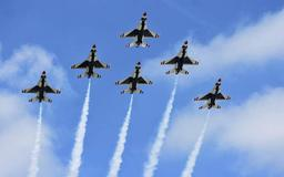 Thunderbirds make grand entrance ahead of weekend's Fort Wayne Air Show