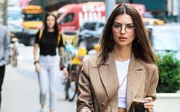 So Emily Ratajkowski Wore the Lowest Low-Rise Pants With a Crop Top
