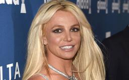"""Uhh, Britney Spears Has a """"Conspiracy Theory"""" That the Paparazzi Edit Photos of Her"""