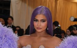 """Twitter DESTROYS Kylie Jenner For Her """"Handmaids Tale"""" Party"""