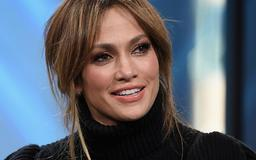 WATCH: Jennifer Lopez sings onstage with 11-year-old daughter, Emme, to kick off concert tour