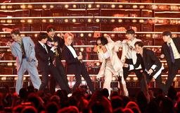 """This Video Of BTS & Halsey's Surprise """"Boy With Luv"""" Performance In Paris Was So, So Epic"""