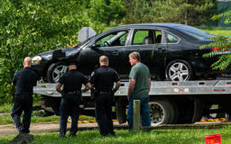 Mom drowns herself, twin daughters by driving into river: cops