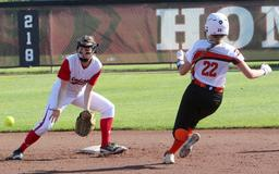 Prep Softball Division 4 State: Five-run sixth pushes defending champion Horicon past Thorp in semifinals