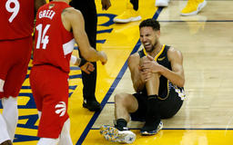 Here's What Warriors Players Said To Danny Green On The Court After Klay Thompson's ACL Injury