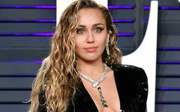 Miley Cyrus Shows Off Her Impressive Abs In Tiny White Crop Top And Unzipped Jeans On Instagram