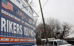 Rikers inmates stop fellow prisoner who attacked female guard