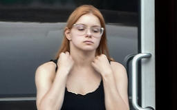 Ariel Winter Goes Makeup-Free & Shows Off Toned Abs In Crop Top For Casual Outing