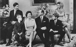 The queen only saw her children for around 20 minutes a day, says royal biographer