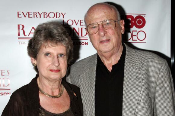Max Rosenthal, 'Everybody Loves Raymond' Actor, Dies at 95 - News Break