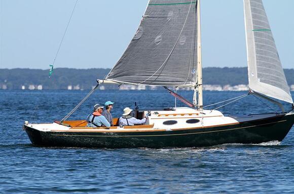 Light Winds Favor Smaller Boats in Moffett Race