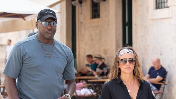 Michael Jordan & Wife Yvette Prieto Go For A Romantic ...
