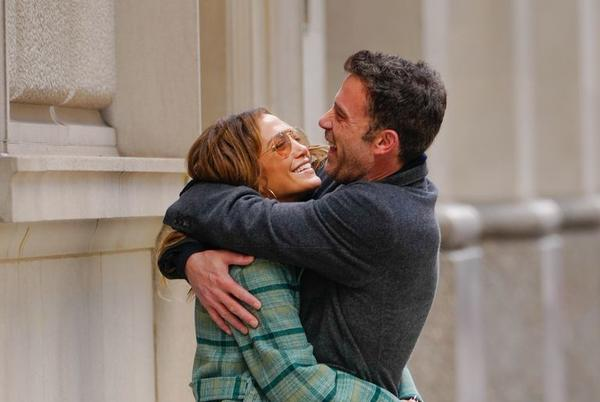 Picture for Here's Jennifer Lopez and Ben Affleck Kissing in the Streets of New York City