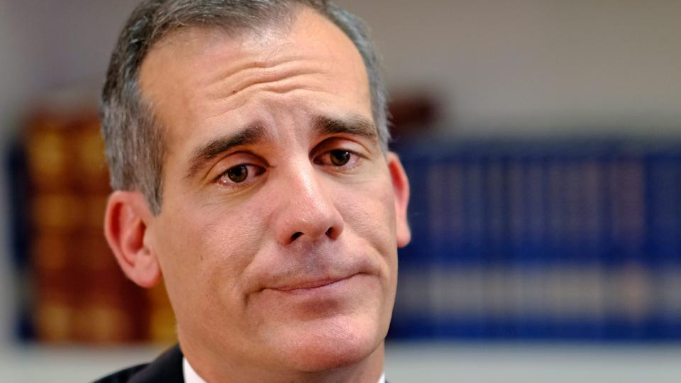 Picture for LA Mayor Eric Garcetti signs ordinance criminalizing homelessness following City Council vote in favor of it