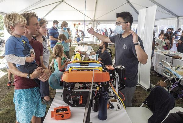 Picture for Graduate School of Oceanography hosts 'Science Saturday'