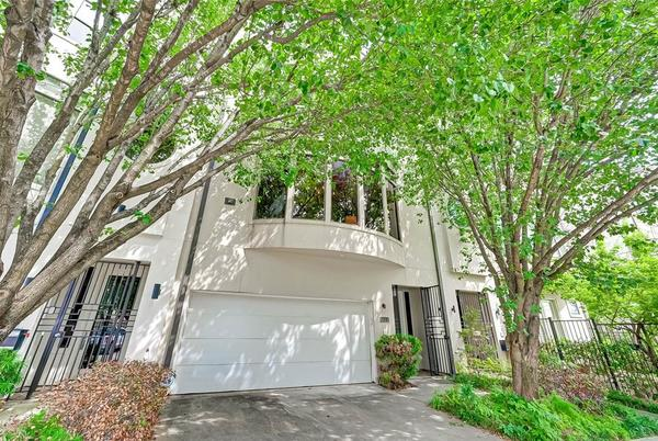 Picture for Check out these townhomes for sale in Houston