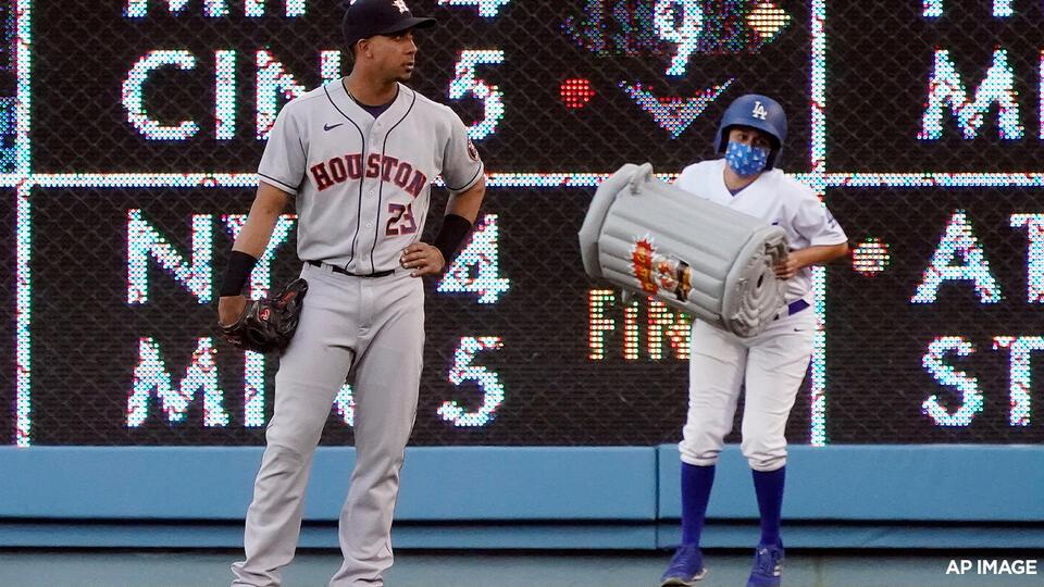 Picture for McCullers silences LA bats; Dodger Stadium fans jeer Astros
