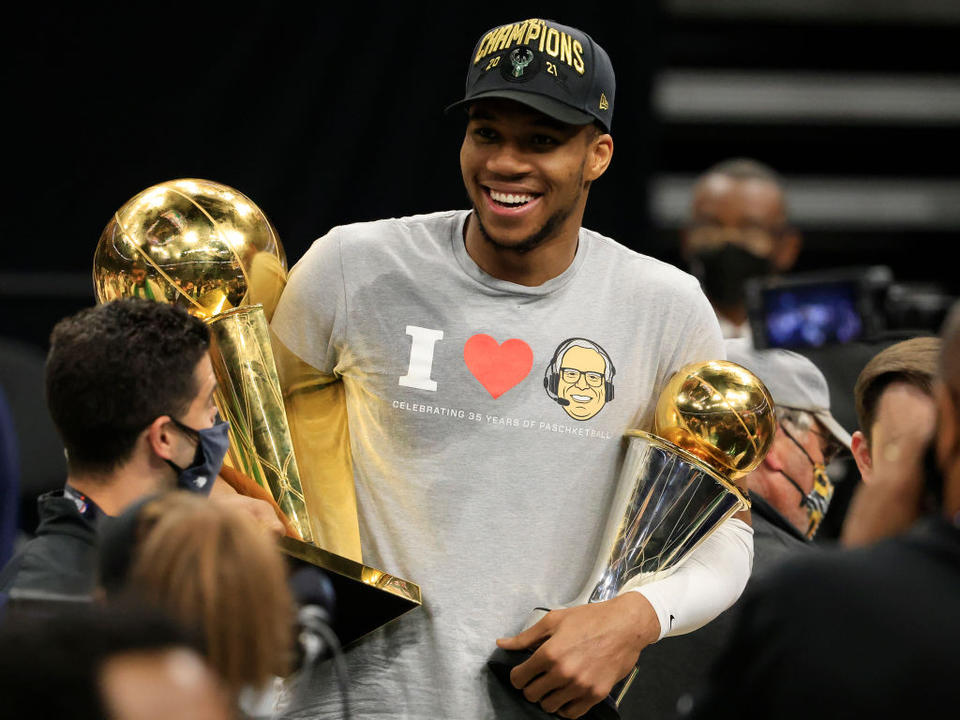 this-week-in-sports-bucks-are-champions-olympics-around-the-corner-seattle-kraken-selects-roster-sports-report-newsbreak