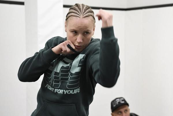 Picture for UFC champ Valentina Shevchenko passes on celebrity boxing fad — 'It's a little bit of a downgrade'