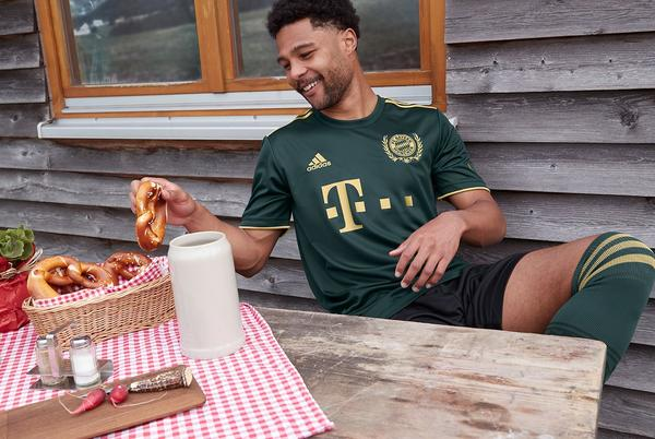 Picture for FC Bayern Munich Celebrates Oktoberfest Tradition With New Wiesn Jersey