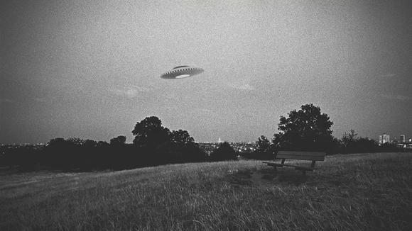 Cover for The First Major UFO Incident-How The Roswell Crash Became World News in 1947