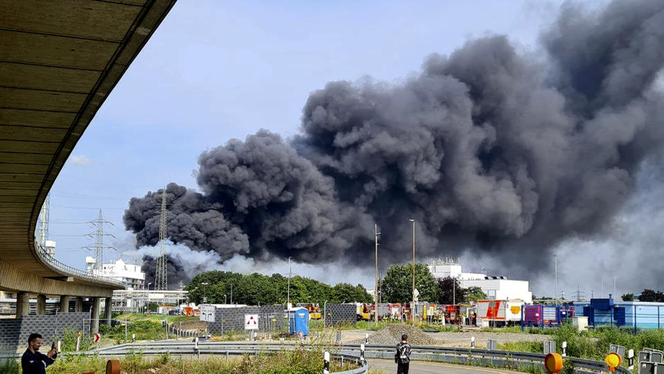 Picture for 16 injured, 5 missing in explosion at German chemical hub