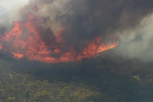 Picture for Firefighters battle fast-growing Emigrant Fire off 5 Freeway near Pyramid Lake