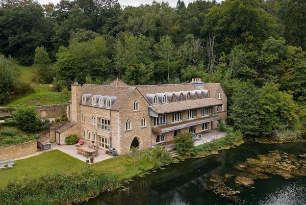 Picture for For sale: a £3m Cotswolds retreat next door to Princess Anne