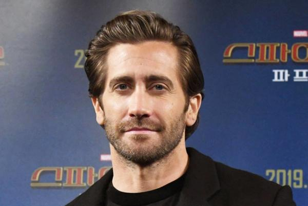 Picture for Jake Gyllenhaal Clarifies Those Controversial Bathing Comments