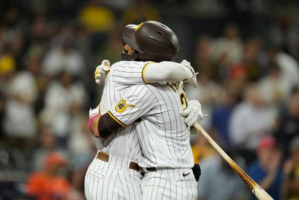 Picture for Padres lose to Giants 8-6; Tatis hits 40th home run