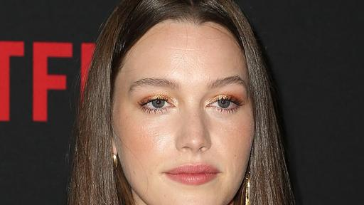 Haunting Of Hill House Star Victoria Pedretti Cast As Female Lead With Penn Badgley In Season Two Of Netflix S Stalker Hit You News Break