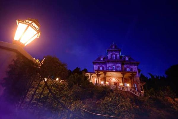Picture for Phantom Manor Added to Disney Premier Access Service at Disneyland Paris