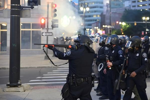 Picture for Charges dropped against Detroit cop accused of shooting journalists with rubber bullets