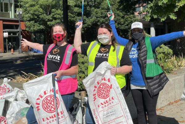 Picture for SOLVE Volunteers Clean up 51,000 Pounds of Trash in Downtown Portland
