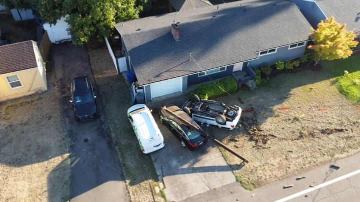 Cover for Driver faces DUII, reckless driving charges after crash in Keizer, police say
