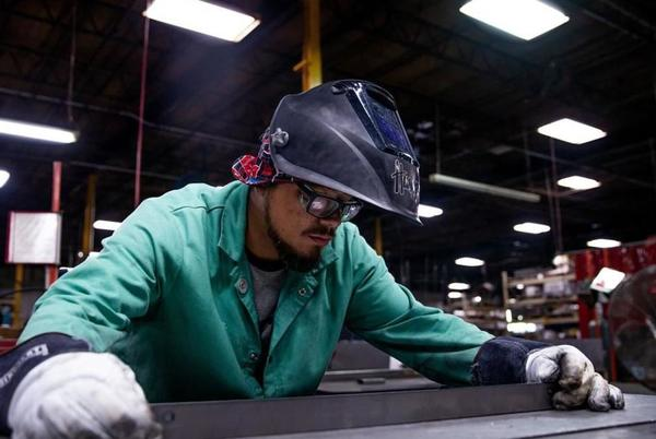 Picture for As Nebraska deals with labor shortage, companies get creative in filling jobs