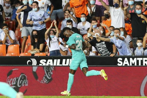 Picture for Vinícius Júnior, Benzema lead Madrid to 2-1 win at Valencia