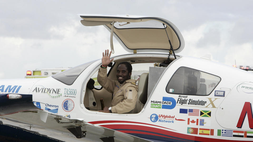 Picture for Record-Breaking Pilot Captain Barrington Irving Inspires North Texas STEM Students With 'Flying Classroom'