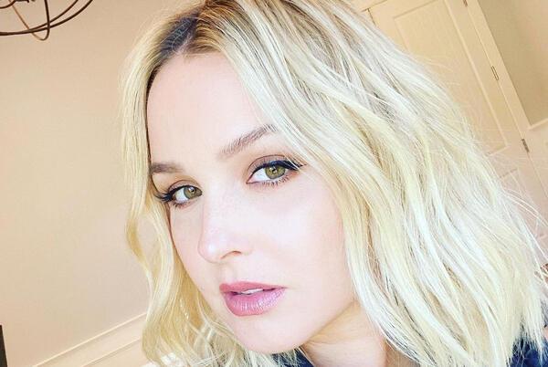 Picture for Camilla Luddington Dyes Hair Blonde Ahead of Grey's AnatomySeason 18: 'New Era'