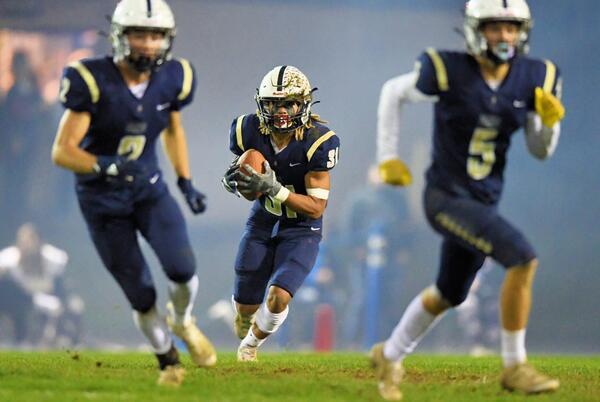 Picture for Oregon high school football Week 7 recap: Top stars, best games, biggest wins