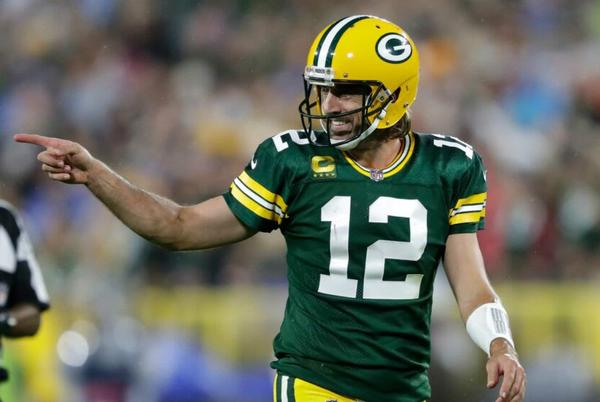 Picture for Aaron Rodgers asking for tequila on ESPN Deportes is incredible (Video)