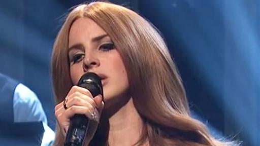 Lana Del Rey Says She S Ready To Leave L A In New Song Let Me Love You Like A Woman News Break