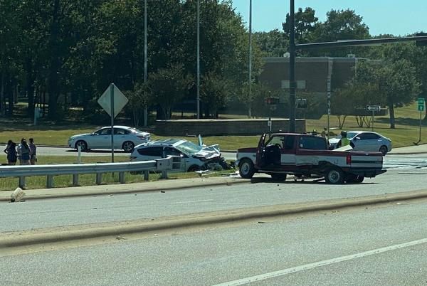 Picture for Eastbound University Drive at the W. Frontage Road shut down due to accident