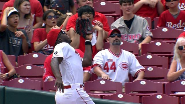 Picture for Cincinnati Reds | Aristides Aquino's running grab