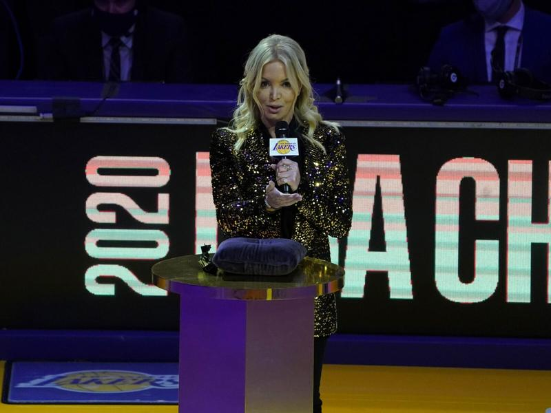 jeanie-buss-broke-her-streak-of-not-going-to-lakers-games-to-give-montrezl-harrell-a-hug
