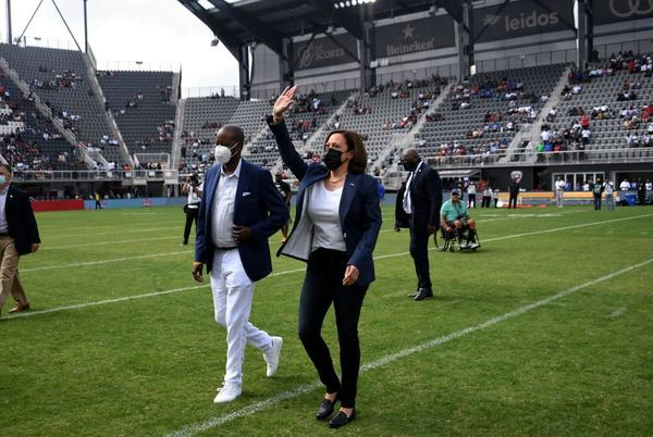 Picture for Vice President Kamala Harris Surprises The Real HU At The Inaugural Truth And Service Classic [Photos]