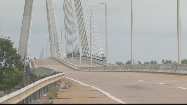 Cover for Kentucky bridge back open after 15-hour long standoff